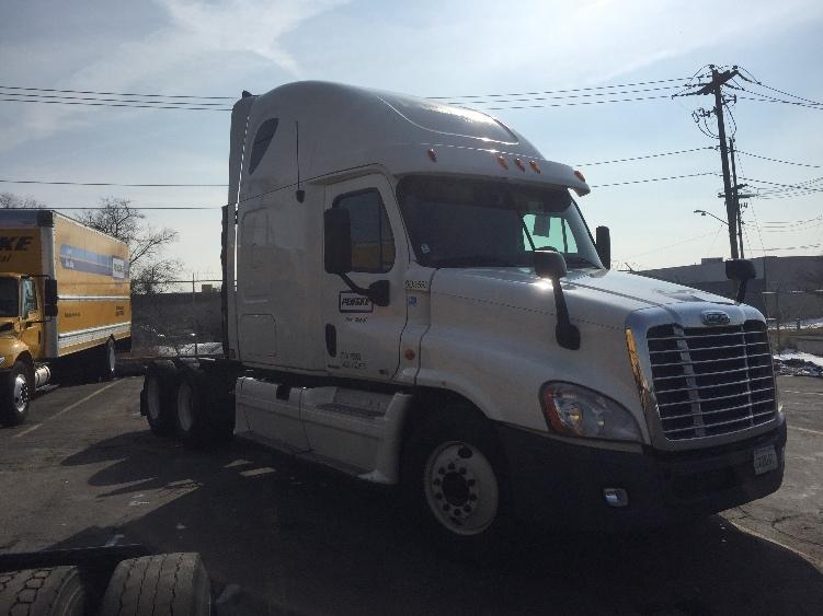 Sleeper Tractor-Heavy Duty Tractors-Freightliner-2011-Cascadia 12564ST-EVANSVILLE-IN-607,690 miles-$34,000