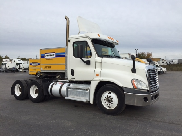 Day Cab Tractor-Heavy Duty Tractors-Freightliner-2011-Cascadia 12564ST-BELLEVILLE-ON-757,550 km-$16,000