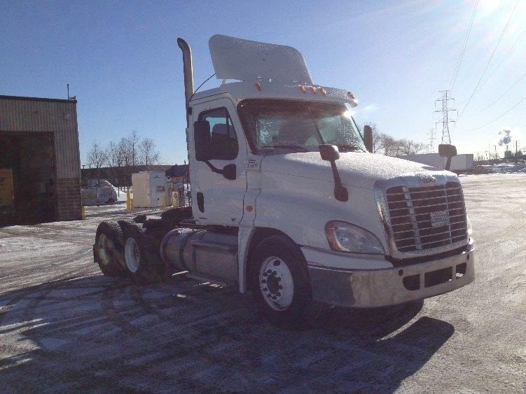 Day Cab Tractor-Heavy Duty Tractors-Freightliner-2011-Cascadia 12564ST-BOUCHERVILLE-PQ-415,596 km-$51,250