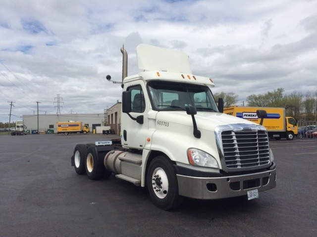Day Cab Tractor-Heavy Duty Tractors-Freightliner-2011-Cascadia 12564ST-BOUCHERVILLE-PQ-392,316 km-$53,750