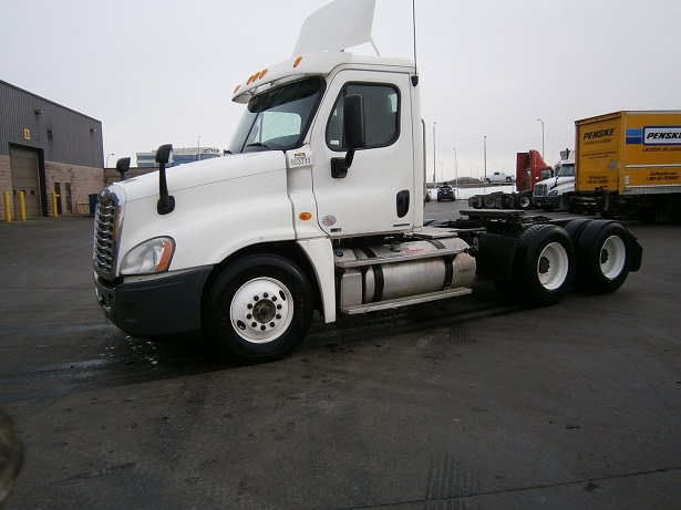 Day Cab Tractor-Heavy Duty Tractors-Freightliner-2011-Cascadia 12564ST-SAINT LAURENT-PQ-560,204 km-$48,000