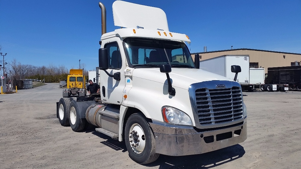 Day Cab Tractor-Heavy Duty Tractors-Freightliner-2011-Cascadia 12564ST-BRAMPTON-ON-879,000 km-$36,500