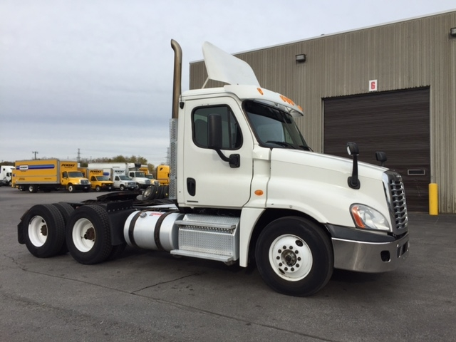 Day Cab Tractor-Heavy Duty Tractors-Freightliner-2011-Cascadia 12564ST-SCARBOROUGH-ON-688,103 km-$13,000