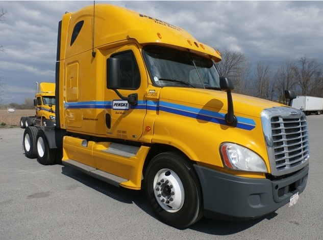Sleeper Tractor-Heavy Duty Tractors-Freightliner-2011-Cascadia 12564ST-CHATHAM-ON-1,256,646 km-$35,000