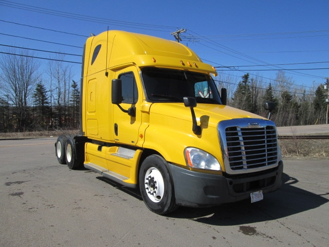Sleeper Tractor-Heavy Duty Tractors-Freightliner-2011-Cascadia 12564ST-MISSISSAUGA-ON-688,141 km-$39,500
