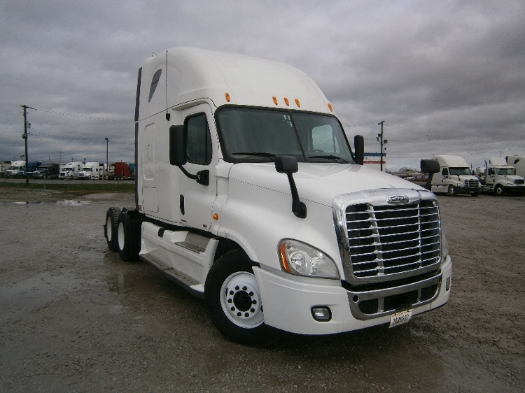 Sleeper Tractor-Heavy Duty Tractors-Freightliner-2011-Cascadia 12564ST-LOUISVILLE-KY-694,000 miles-$31,750