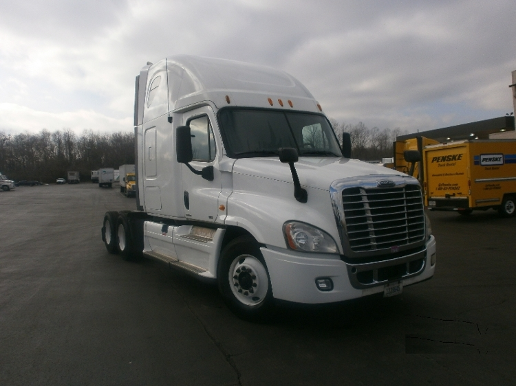 Sleeper Tractor-Heavy Duty Tractors-Freightliner-2011-Cascadia 12564ST-LOUISVILLE-KY-693,214 miles-$31,000