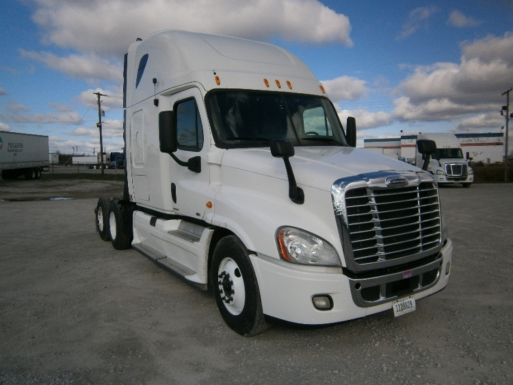 Sleeper Tractor-Heavy Duty Tractors-Freightliner-2011-Cascadia 12564ST-KNOXVILLE-TN-643,677 miles-$33,750