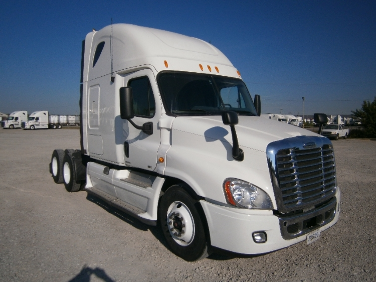 Sleeper Tractor-Heavy Duty Tractors-Freightliner-2011-Cascadia 12564ST-LOUISVILLE-KY-689,932 miles-$31,500