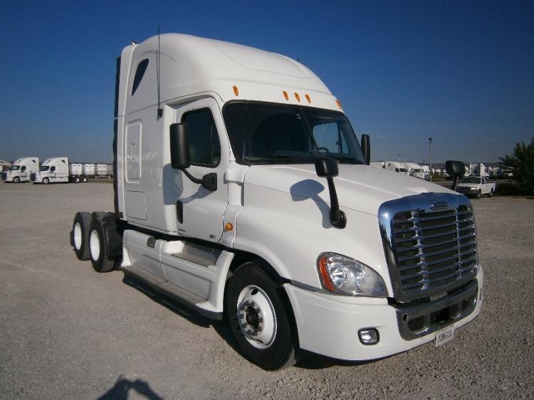 Sleeper Tractor-Heavy Duty Tractors-Freightliner-2011-Cascadia 12564ST-LOUISVILLE-KY-670,100 miles-$29,250
