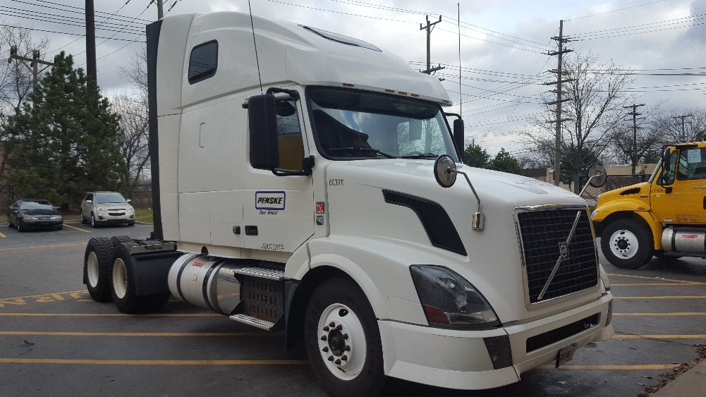 Sleeper Tractor-Heavy Duty Tractors-Volvo-2011-VNL64T670-ROSEVILLE-MN-591,597 miles-$32,750