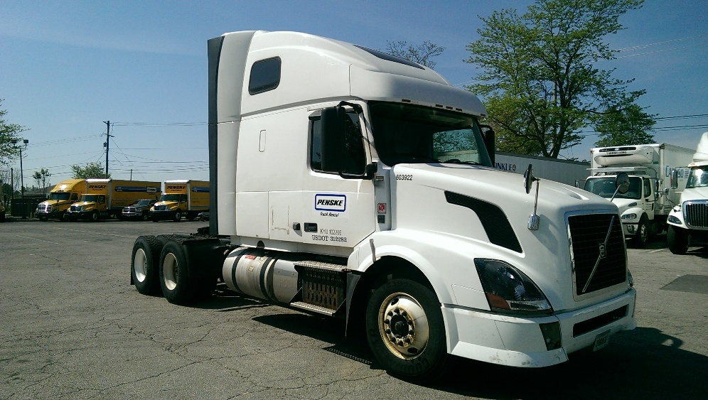 Sleeper Tractor-Heavy Duty Tractors-Volvo-2011-VNL64T670-AURORA-CO-571,372 miles-$36,500