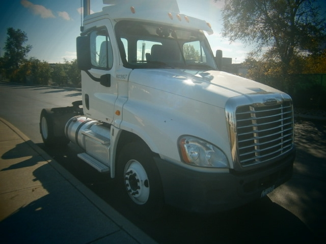Day Cab Tractor-Heavy Duty Tractors-Freightliner-2011-Cascadia 12542ST-TORONTO-ON-192,373 km-$50,500