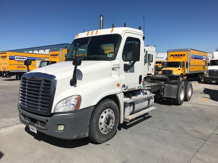 Day Cab Tractor-Heavy Duty Tractors-Freightliner-2011-Cascadia 12564ST-HAMMOND-LA-295,513 miles-$42,750