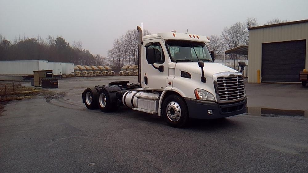 Day Cab Tractor-Heavy Duty Tractors-Freightliner-2011-Cascadia 11364ST-VILLA RICA-GA-302,238 miles-$35,750