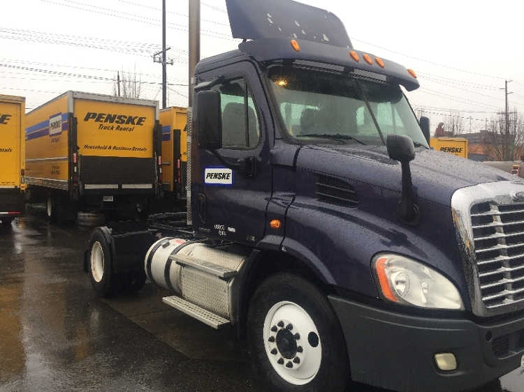 Day Cab Tractor-Heavy Duty Tractors-Freightliner-2011-Cascadia 11342ST-EVERETT-WA-672,567 miles-$26,500