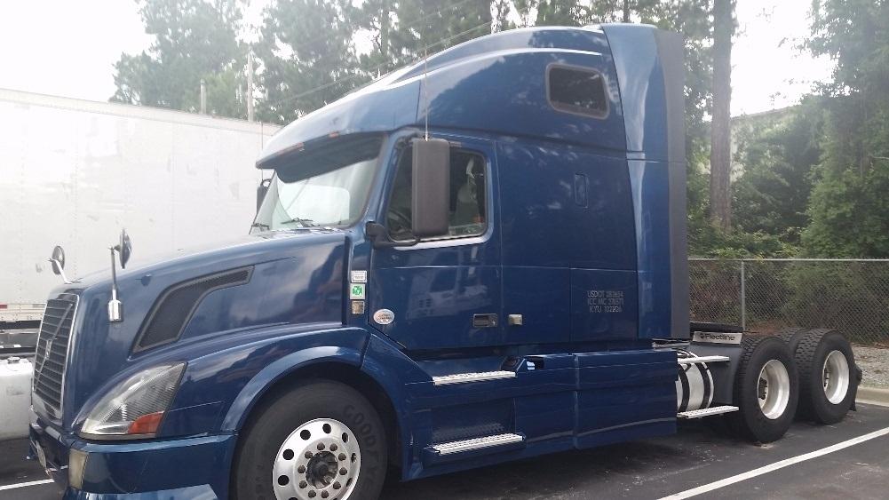 Sleeper Tractor-Heavy Duty Tractors-Volvo-2012-VNL64T670-LEXINGTON-SC-740,638 miles-$27,000