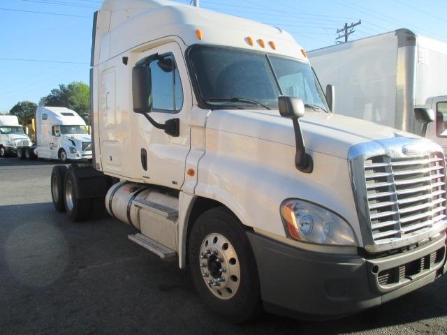 Sleeper Tractor-Heavy Duty Tractors-Freightliner-2011-Cascadia 12564ST-SPARTANBURG-SC-550,869 miles-$32,500