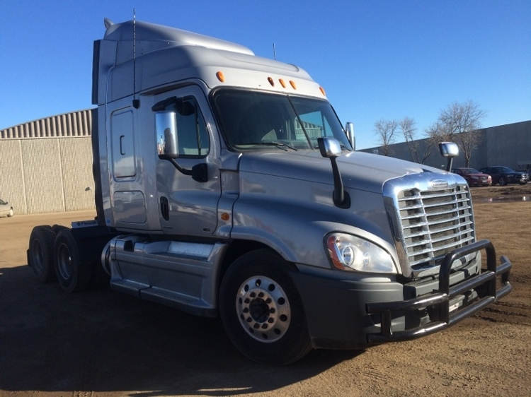 Sleeper Tractor-Heavy Duty Tractors-Freightliner-2011-Cascadia 12564ST-SIOUX FALLS-SD-388,521 miles-$40,500