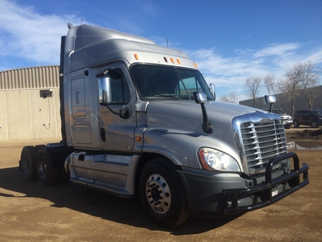 Sleeper Tractor-Heavy Duty Tractors-Freightliner-2011-Cascadia 12564ST-SIOUX FALLS-SD-437,945 miles-$44,000