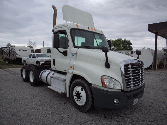 Day Cab Tractor-Heavy Duty Tractors-Freightliner-2011-Cascadia 12564ST-FORT SMITH-AR-343,949 miles-$38,500