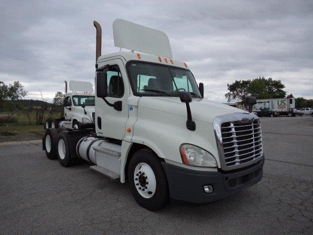 Day Cab Tractor-Heavy Duty Tractors-Freightliner-2011-Cascadia 12564ST-FORT SMITH-AR-325,947 miles-$39,250