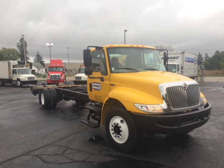 Cab and Chassis Truck-Light and Medium Duty Trucks-International-2012-4300-STICKNEY-IL-116,957 miles-$26,750