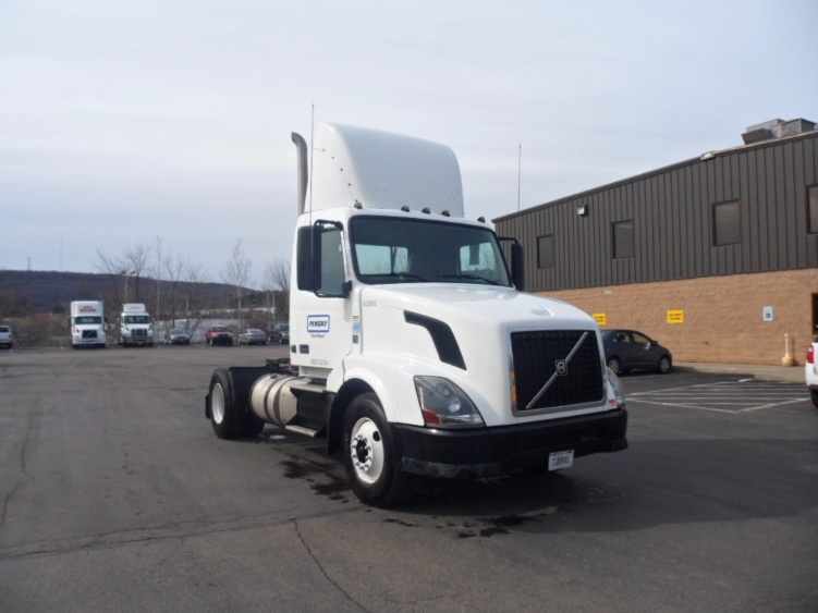 Day Cab Tractor-Heavy Duty Tractors-Volvo-2012-VNL42300-LAWRENCE-MA-348,810 miles-$29,250