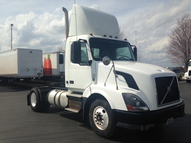 Day Cab Tractor-Heavy Duty Tractors-Volvo-2012-VNL42300-BETHLEHEM-PA-618,078 miles-$24,500