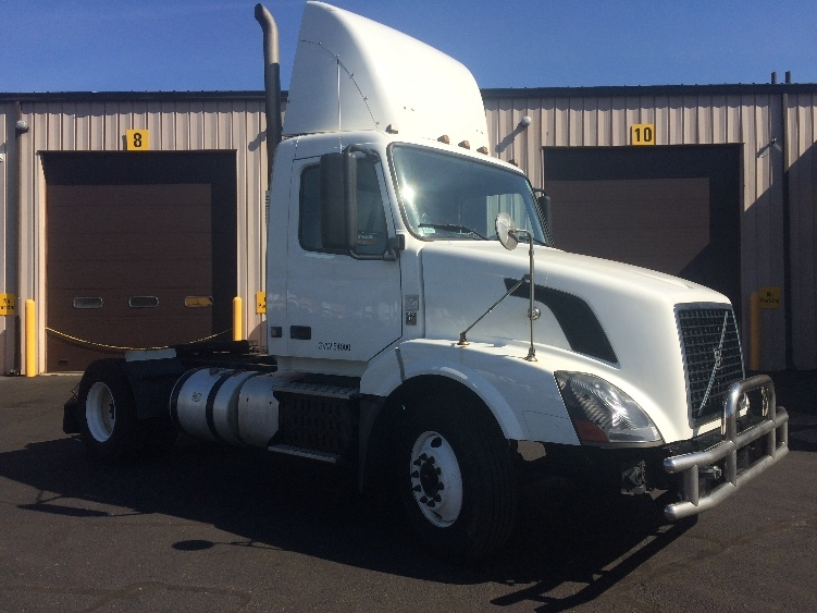 Day Cab Tractor-Heavy Duty Tractors-Volvo-2012-VNL42300-CHICOPEE-MA-603,980 miles-$20,000