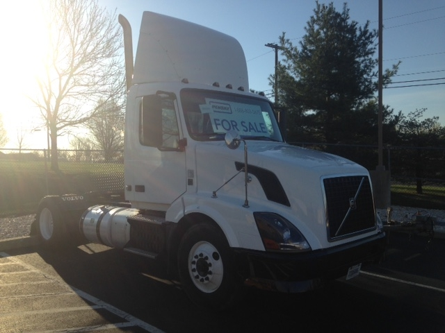Day Cab Tractor-Heavy Duty Tractors-Volvo-2012-VNL42300-BETHLEHEM-PA-407,102 miles-$30,250