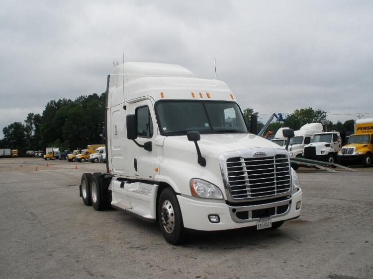 Sleeper Tractor-Heavy Duty Tractors-Freightliner-2011-Cascadia 12564ST-SHREVEPORT-LA-427,226 miles-$38,750
