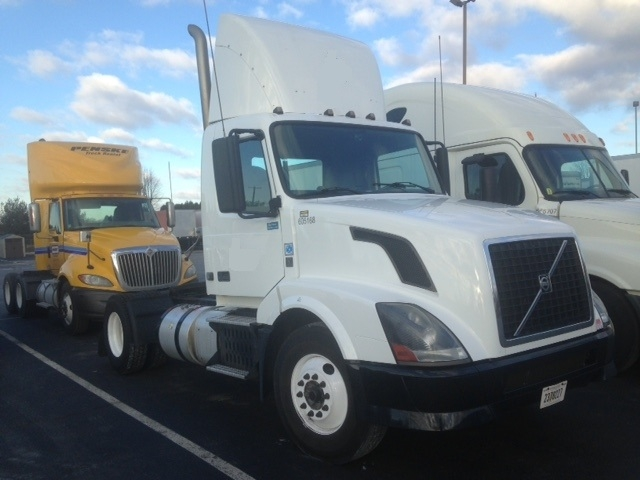 Day Cab Tractor-Heavy Duty Tractors-Volvo-2012-VNL42300-ALLENTOWN-PA-546,030 miles-$24,500