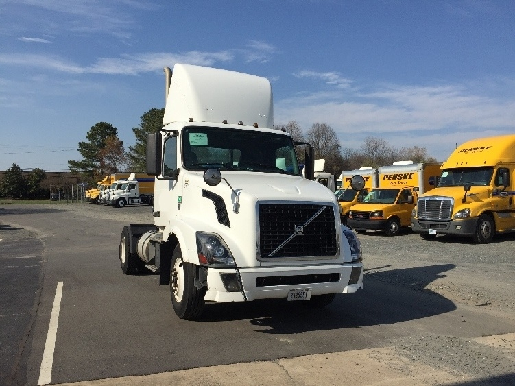 Day Cab Tractor-Heavy Duty Tractors-Volvo-2012-VNL42300-CHARLOTTE-NC-375,940 miles-$20,000