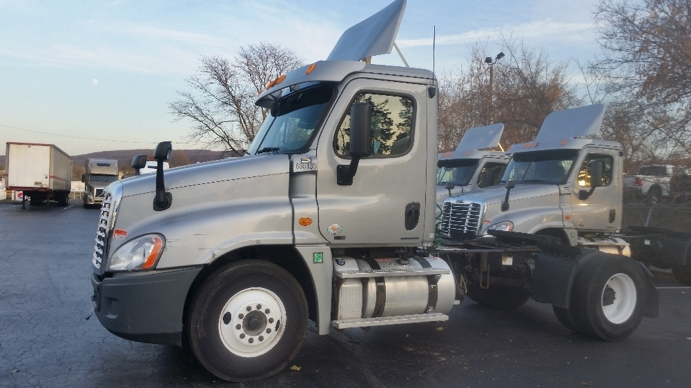 Day Cab Tractor-Heavy Duty Tractors-Freightliner-2011-Cascadia 12542ST-ALLENTOWN-PA-306,869 miles-$36,250