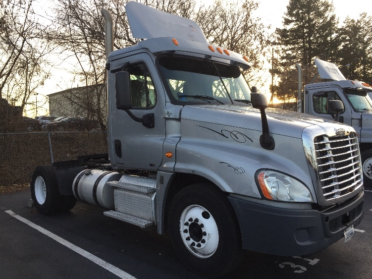 Day Cab Tractor-Heavy Duty Tractors-Freightliner-2011-Cascadia 12542ST-ALLENTOWN-PA-292,930 miles-$33,500