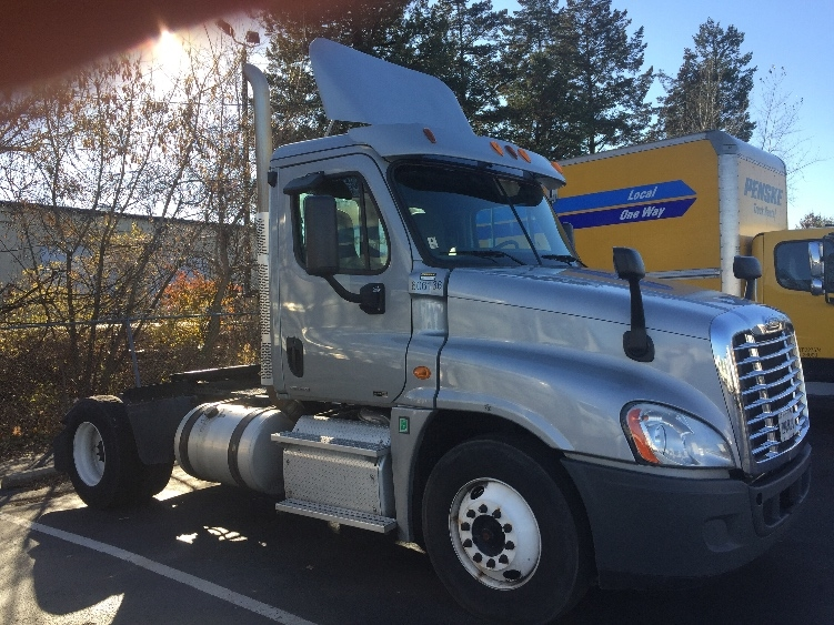 Day Cab Tractor-Heavy Duty Tractors-Freightliner-2011-Cascadia 12542ST-ALLENTOWN-PA-347,840 miles-$30,250