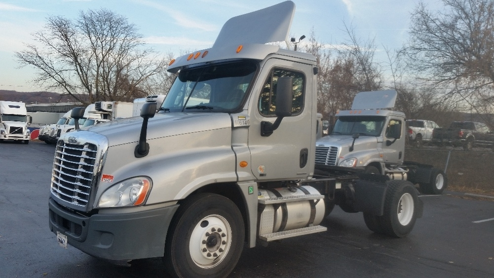 Day Cab Tractor-Heavy Duty Tractors-Freightliner-2011-Cascadia 12542ST-ALLENTOWN-PA-309,902 miles-$36,000