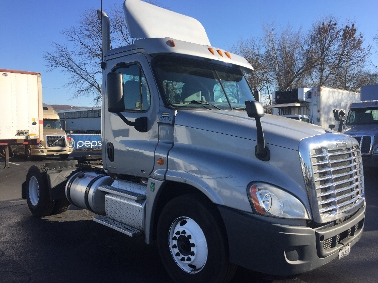 Day Cab Tractor-Heavy Duty Tractors-Freightliner-2011-Cascadia 12542ST-ALLENTOWN-PA-308,233 miles-$36,250