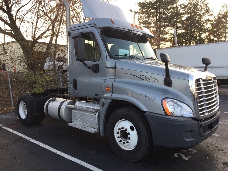 Day Cab Tractor-Heavy Duty Tractors-Freightliner-2011-Cascadia 12542ST-ALLENTOWN-PA-299,810 miles-$31,500