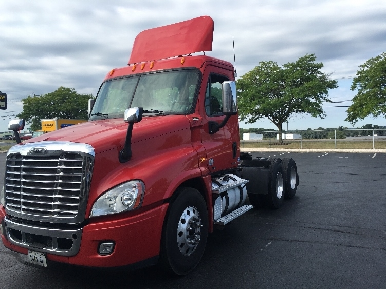 Day Cab Tractor-Heavy Duty Tractors-Freightliner-2011-Cascadia 12564ST-CARLISLE-PA-162,218 miles-$52,250