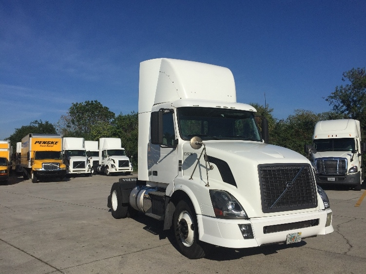 Day Cab Tractor-Heavy Duty Tractors-Volvo-2012-VNL42300-SARASOTA-FL-572,372 miles-$27,000