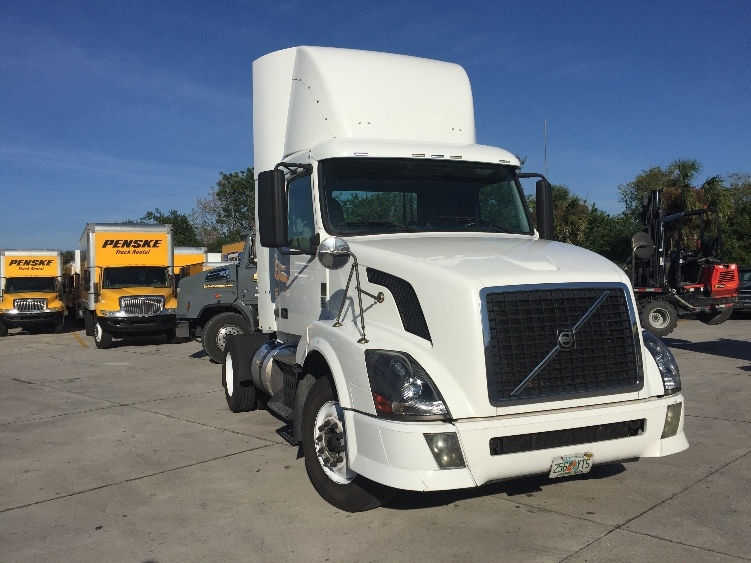 Day Cab Tractor-Heavy Duty Tractors-Volvo-2012-VNL42300-SARASOTA-FL-615,599 miles-$26,750