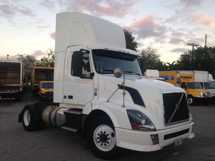 Day Cab Tractor-Heavy Duty Tractors-Volvo-2012-VNL42300-MIAMI-FL-486,376 miles-$30,750
