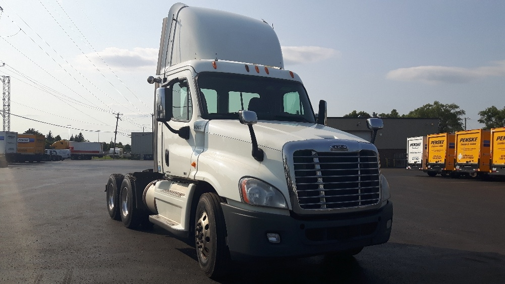 Day Cab Tractor-Heavy Duty Tractors-Freightliner-2012-Cascadia 12564ST-BOUCHERVILLE-PQ-1,027,268 km-$38,000