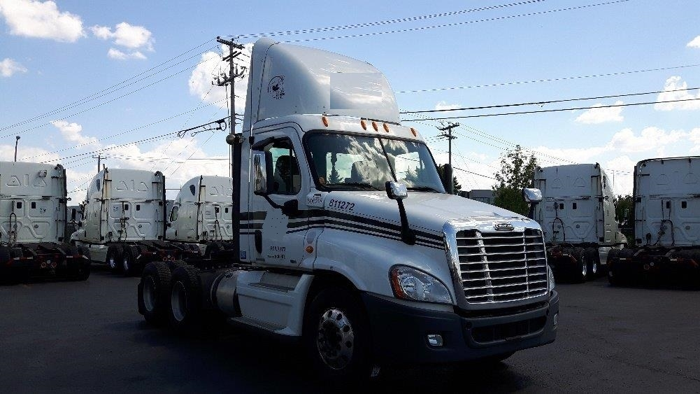 Day Cab Tractor-Heavy Duty Tractors-Freightliner-2012-Cascadia 12564ST-SAINT LAURENT-PQ-586,602 km-$55,500