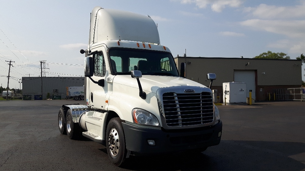 Day Cab Tractor-Heavy Duty Tractors-Freightliner-2012-Cascadia 12564ST-BOUCHERVILLE-PQ-406,201 km-$63,000