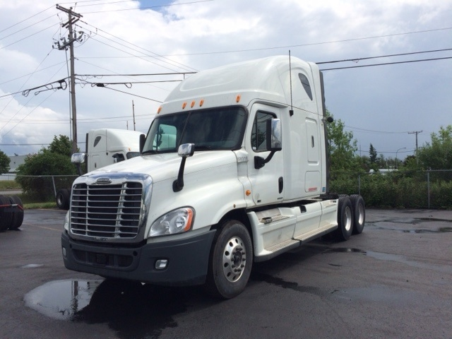 Sleeper Tractor-Heavy Duty Tractors-Freightliner-2012-Cascadia 12564ST-BOUCHERVILLE-PQ-881,054 km-$48,750
