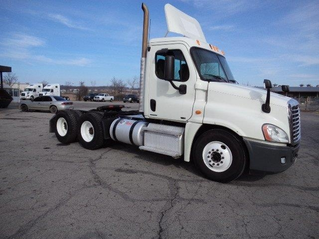 Day Cab Tractor-Heavy Duty Tractors-Freightliner-2011-Cascadia 12564ST-FORT SMITH-AR-304,116 miles-$39,500