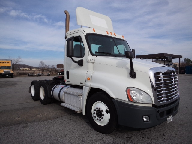 Day Cab Tractor-Heavy Duty Tractors-Freightliner-2011-Cascadia 12564ST-FORT SMITH-AR-414,314 miles-$37,750